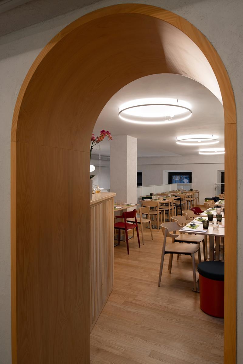 Miyabi_Japanese_restaurant_Arch_Davide_Beretta_Studio_18 cypress wood arch curves circle light
