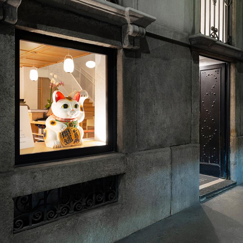 Miyabi_Japanese_restaurant_Arch_Davide_Beretta_Studio_21 Maneki Neko Money Lucky Cat Chinese Japanese