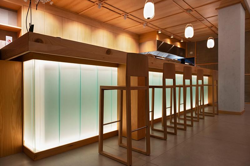 Miyabi_Japanese_restaurant_Arch_Davide_Beretta_Studio_7 uglass light counter bar